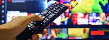 pantalla de tele y control remoto