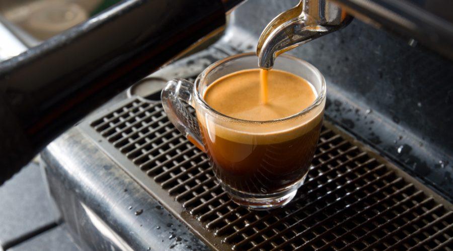 maquina con café espresso